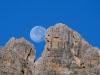 La luna tra il Ciastelìn ed il Campanile Ciastelìn