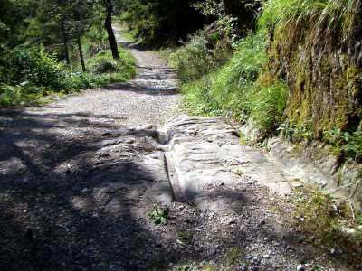 La strada romana nei pressi del santuario della Madonna di Loreto