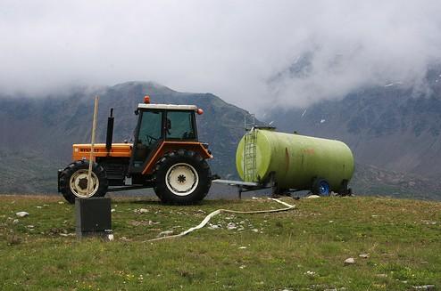 trattore con spandiconcime