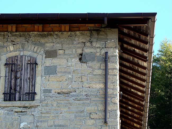 002-crepe sulla ex caserma di Soracrepa facciata ovest
