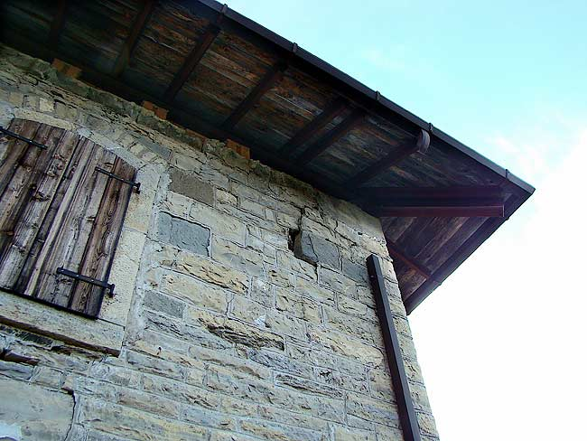 009-crepe sulla ex caserma di Soracrepa facciata ovest