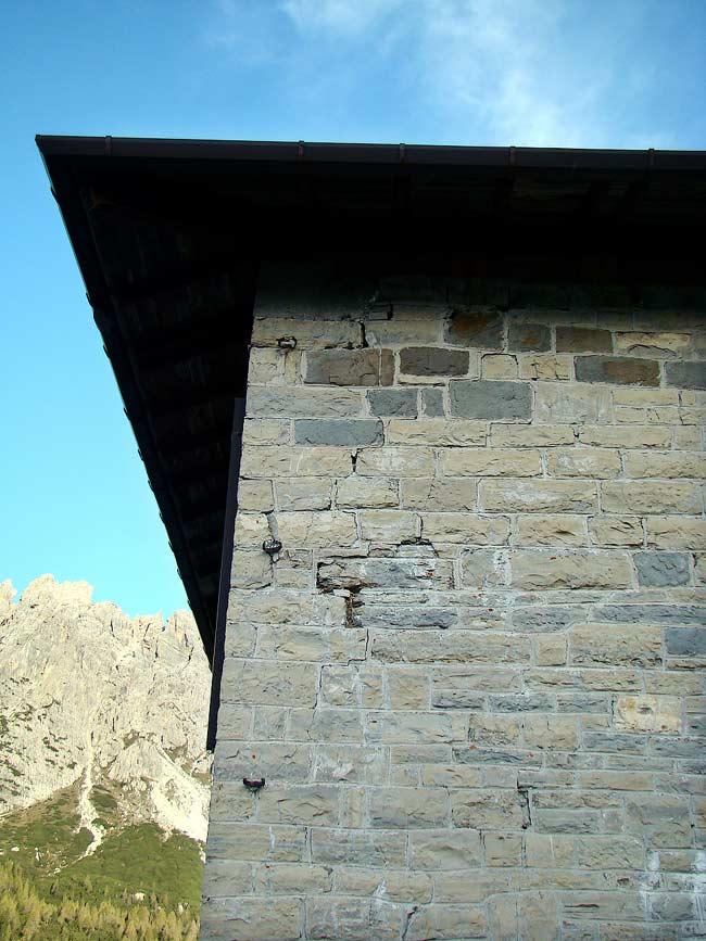 023-crepe sulla ex caserma di Soracrepa facciata sud