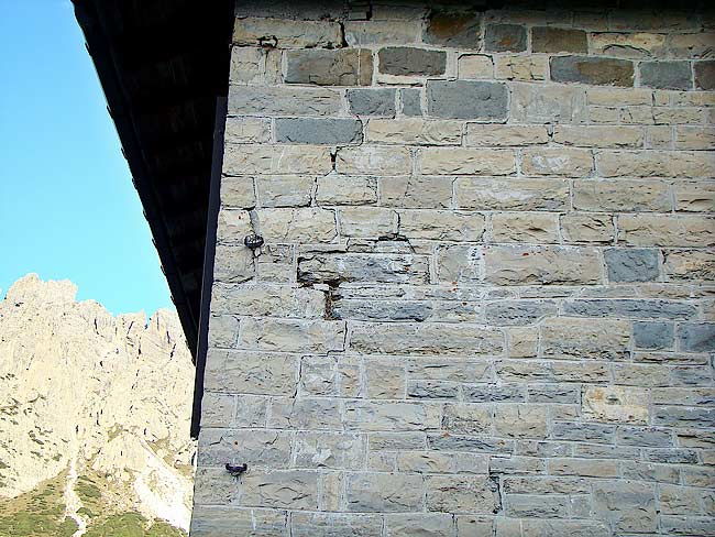 024-crepe sulla ex caserma di Soracrepa facciata sud