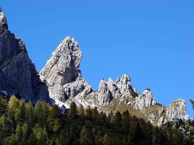 Torre San Lorenzo (Gr. Ciastelin-Ciareido); a destra il rif. Ciareido - Pian dei Buoi - Lozzo di Cadore