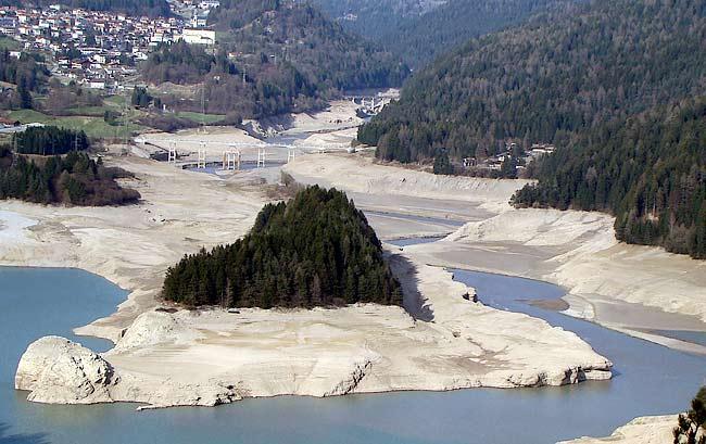lago del Centro Cadore vuoto (2 aprile 2012)