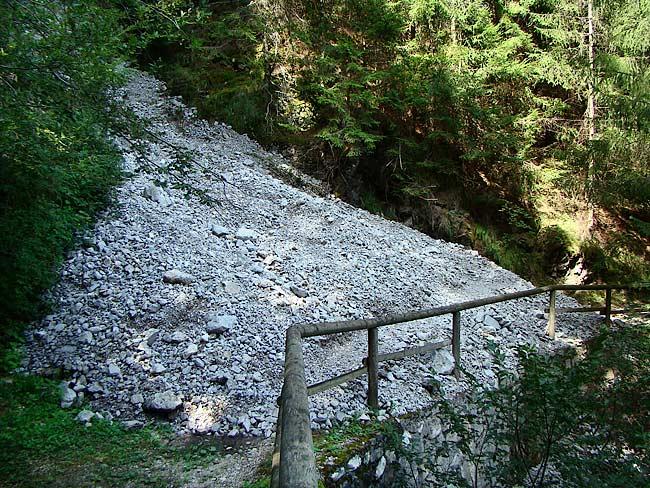 colatoio di ghiaia dal Lavinà dela Ciusa sulla strada romana di Loreto - 01