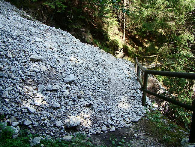 colatoio di ghiaia dal Lavinà dela Ciusa sulla strada romana di Loreto - 02