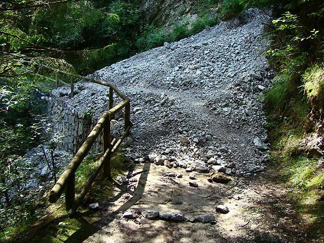 colatoio di ghiaia dal Lavinà dela Ciusa sulla strada romana di Loreto - 03