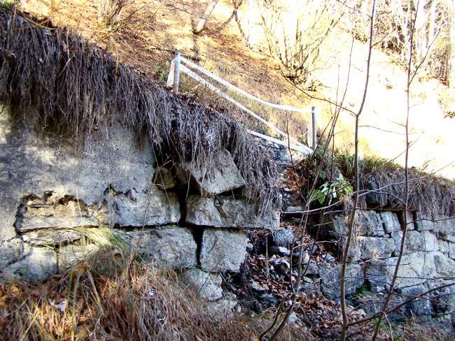 cedimento muro su strada del genio nei pressi di Tamarì - 004 (15 nov 2012)