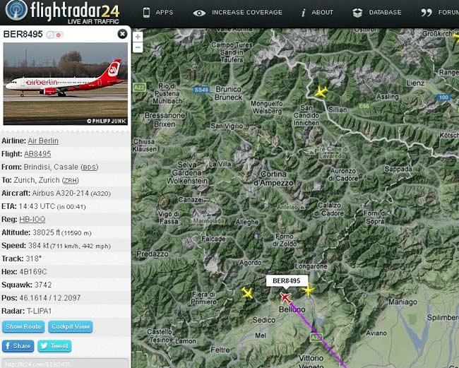 videata di Flightradar24 con il passaggio incrociato di tre aerei