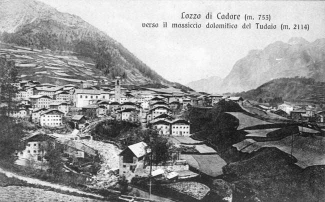 """Segheria Pellegrini a Lozzo di Cadore (in primo piano); in secondo piano, sotto la chiesa, la """"siega de Comun"""""""