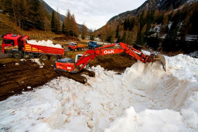 "deposito neve in ""letargo estivo"" in Val Martello (Alto Adige)"