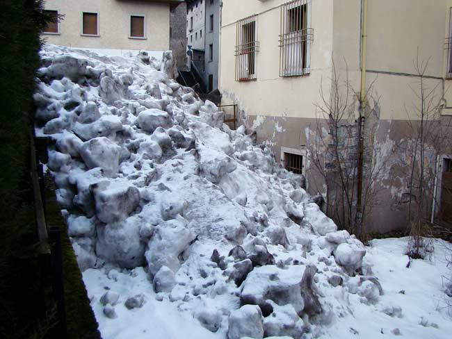 """discarica di neve """"pubblica"""" a Lozzo di Cadore (001)"""
