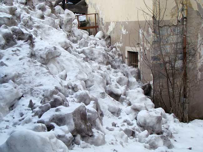 """discarica di neve """"pubblica"""" a Lozzo di Cadore (002)"""