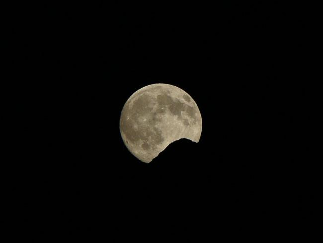 luna sorge dietro al Miaron 11 luglio 2014