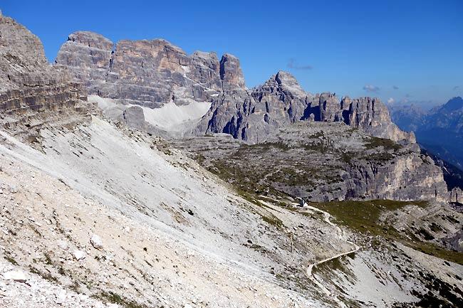 Sentiero d'arroccamento delle Tre Cime: poco oltre la Croda del Rifugio salendo verso il ghiaione della Ovest