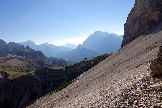 Sentiero d'arroccamento delle Tre Cime: dai pressi della Piramide verso il rif. Auronzo