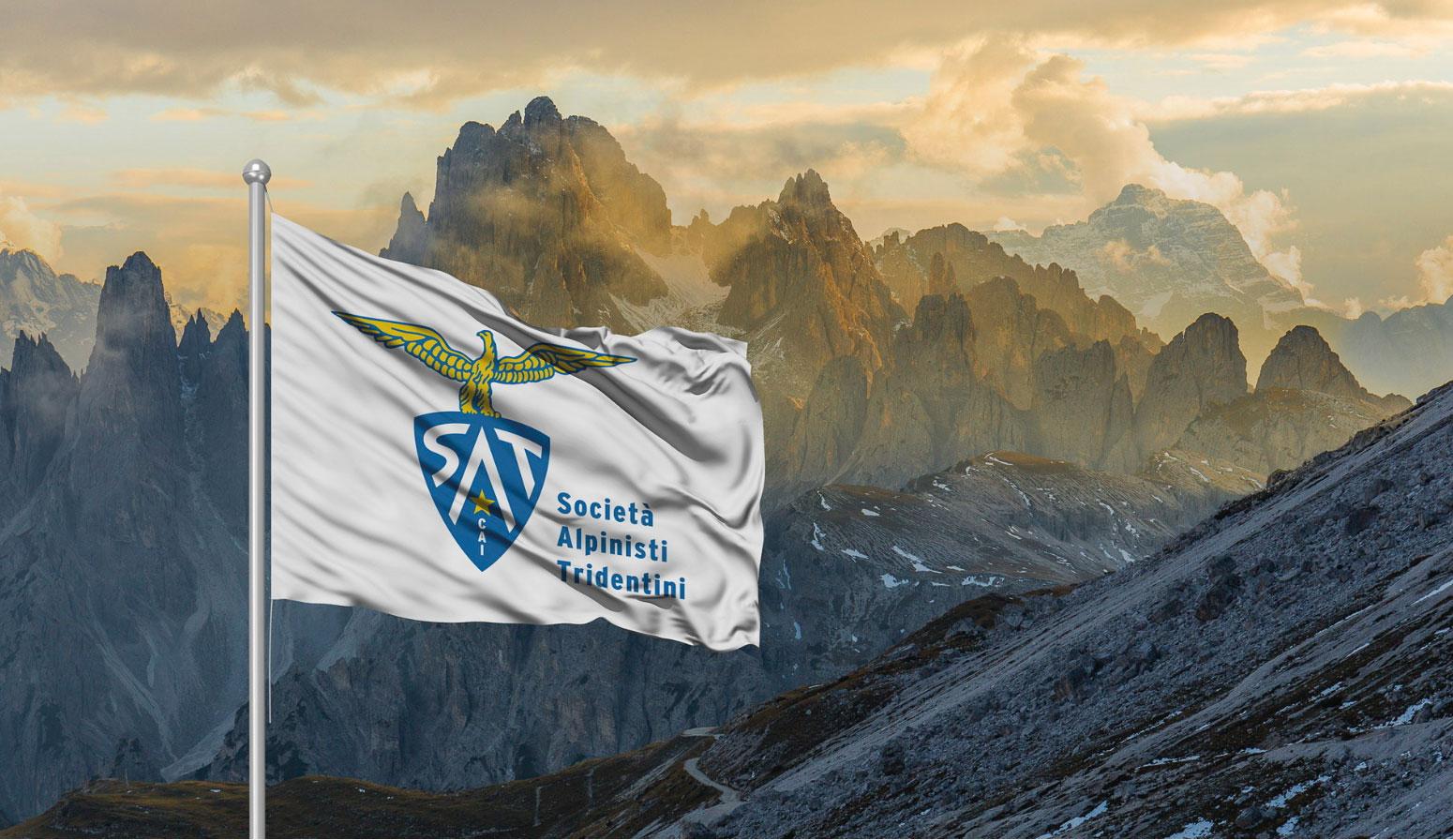 screenshot dal sito della SAT riguardante il lancio del nuovo logo sullo sfondo dei Cadini di Misurina, 6 ottobre 2019