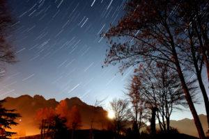 Star trail sullo sfondo del Tudaio - Crissin al sorgere della luna (26-12-2015)