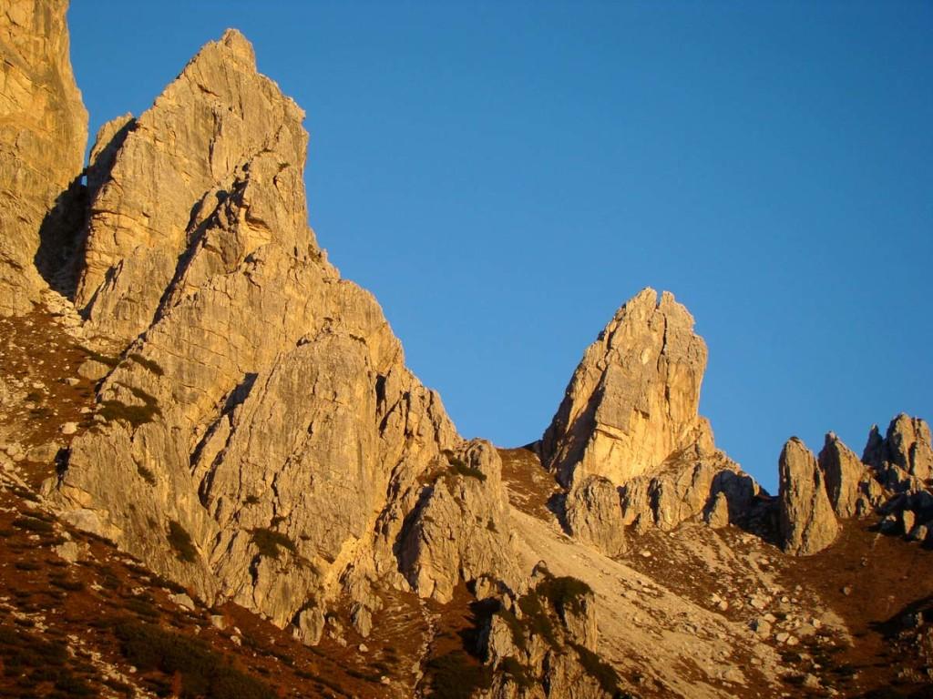 Il sorgere del sole illumina le torri Pian dei Buoi e San Lorenzo
