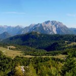 Panorama da N a S dal rifugio Ciareido verso l'altopiano di Pian dei Buoi e il Parco della Memoria: Dolomiti d'Auronzo, Creste di Confine in Comelico, Brentoni, Doana e le Dolomiti d'Oltrepiave.