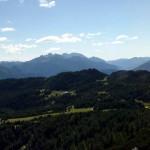 Panorama dai Brentoni alle Dolomiti d'Oltrepiave sull'altopiano di Pian dei Buoi e la dorsale dei Colli all'inizio della salita a forcella San Lorenzo