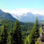 """Lavori al Parco della Memoria: dalla postazione """"de la Bronzera"""" verso il Col dei Buoi e il M. Ciarìdo; sullo sfondo i Cadini di Misurina"""