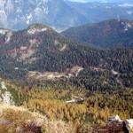 Salendo alla Forcella San Lorenzo verso il Col Burgion e la Croda di Grazioso; a d. la Croda di Paterna