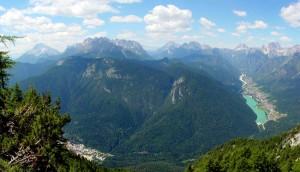 I luoghi del Parco della Memoria di Pian dei Buoi visti dai pressi del Col Muto salendo verso il Tudaio