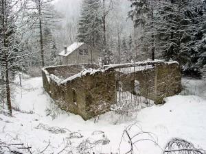 La stazione di valle presso Le Spesse della teleferica che collegava Lozzo con Pian de Formai