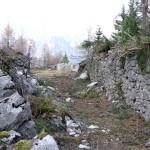 Il corridoio tra i due muri di difesa