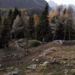 """Panoramica con l'arrivo della """"Strada de Mòio"""" e l'inizio della trincea """"de le Pionbade"""""""