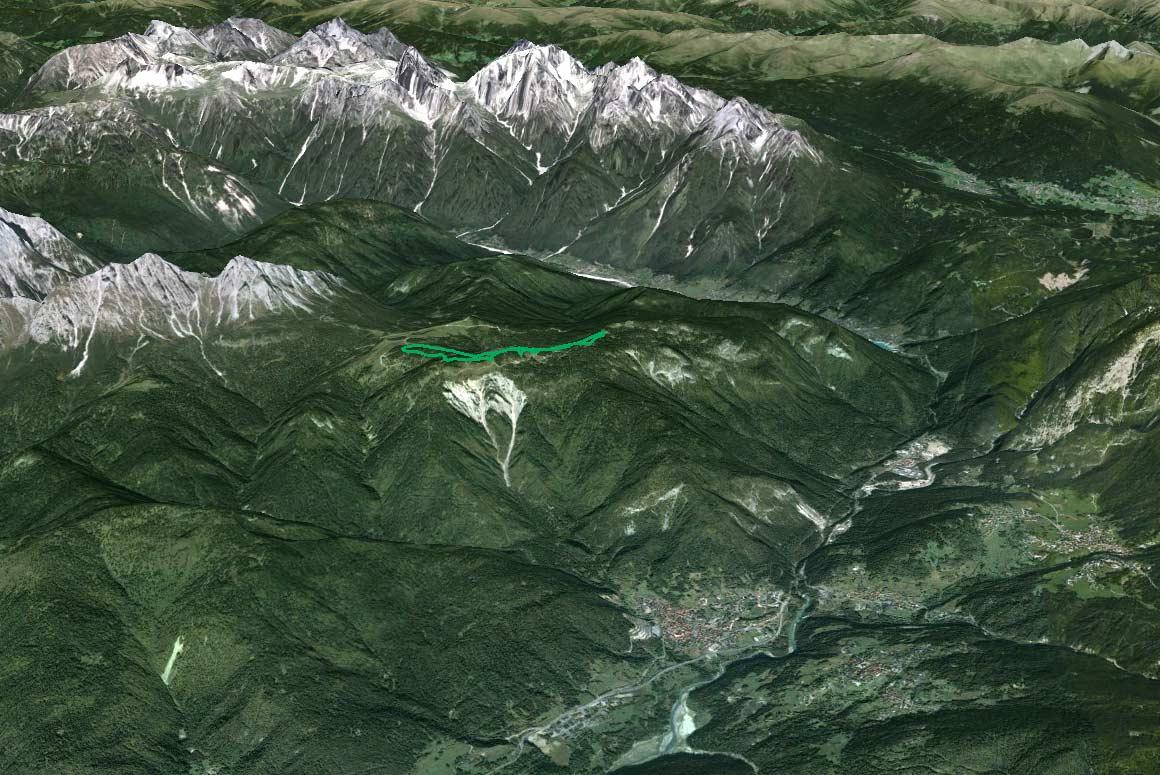 Il Parco della Memoria in 3D (da Google Earth): ripresa ampia con le Dolomiti d'Auronzo sullo sfondo