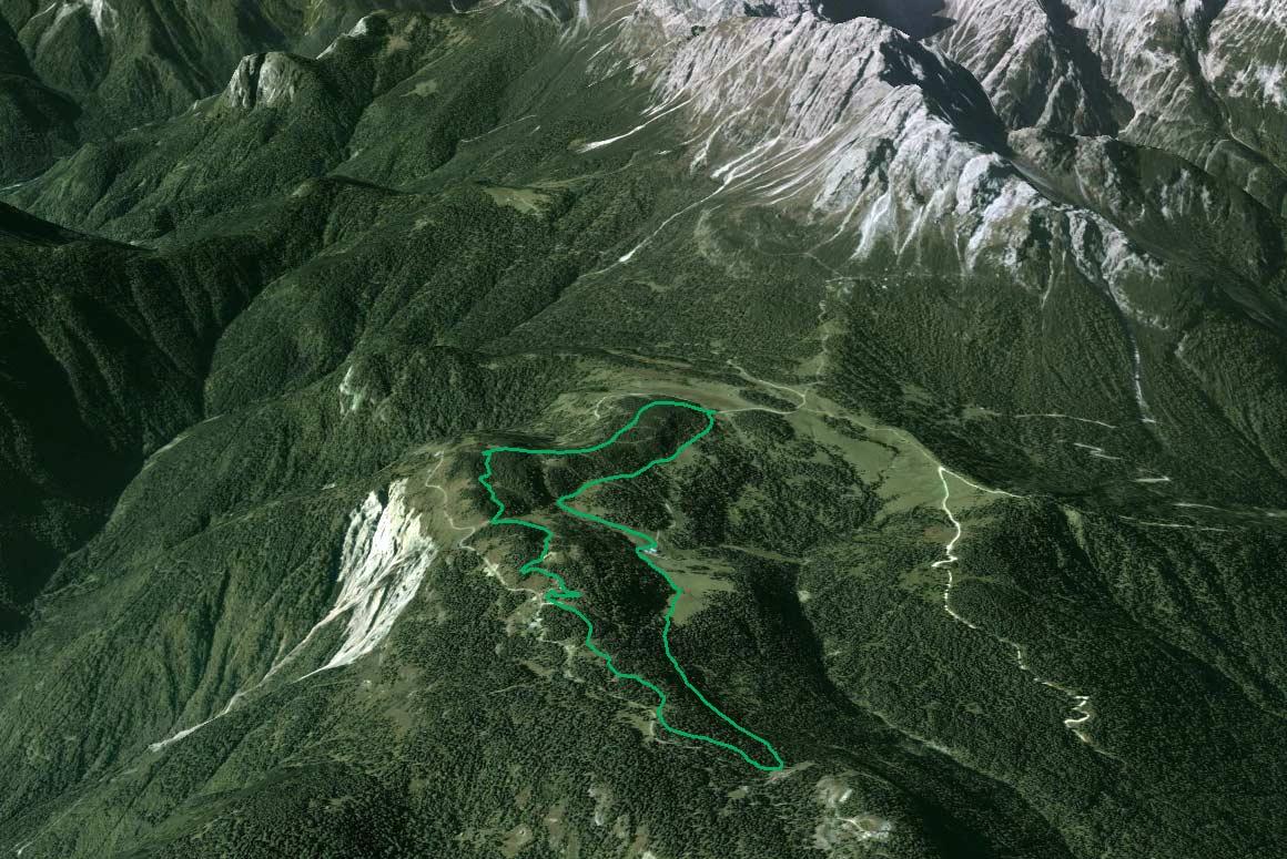 Il Parco della Memoria in 3D (da Google Earth): altopiano di Pian dei Buoi da est con a sin. la Val Longiarin