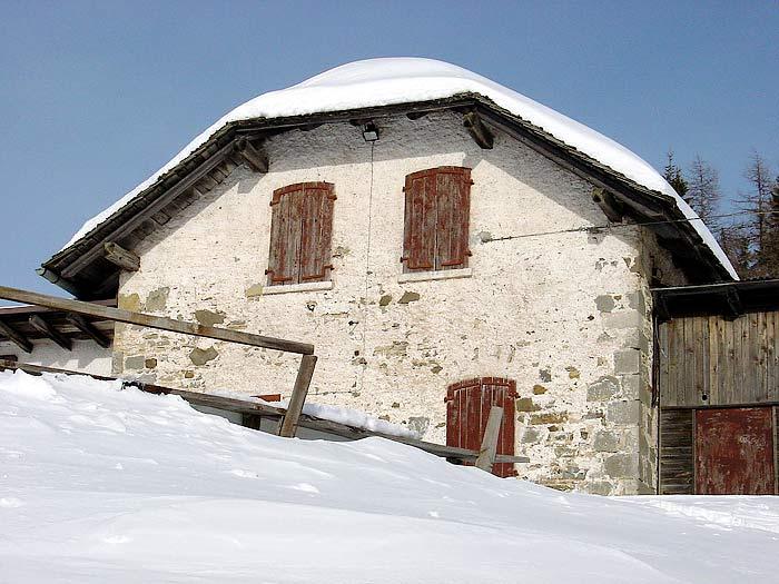 La Vila de Nani Poa, per tanti anni rifugio Marmarole.