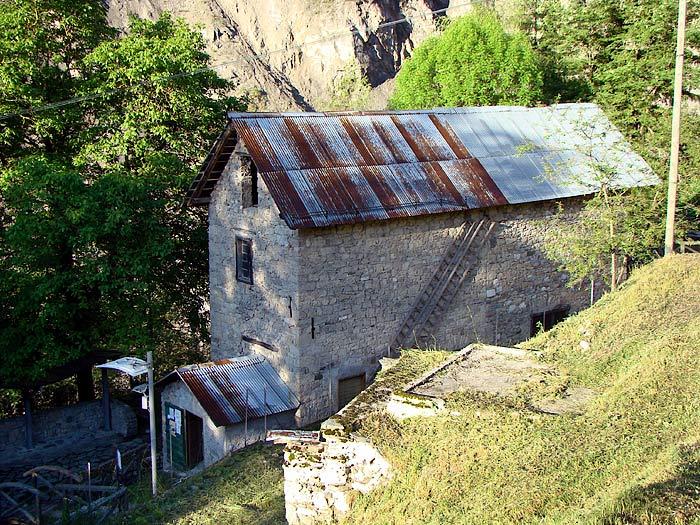 Il mulino Calligaro dal parcheggio di Prou, ex brolo di Sior Tita.