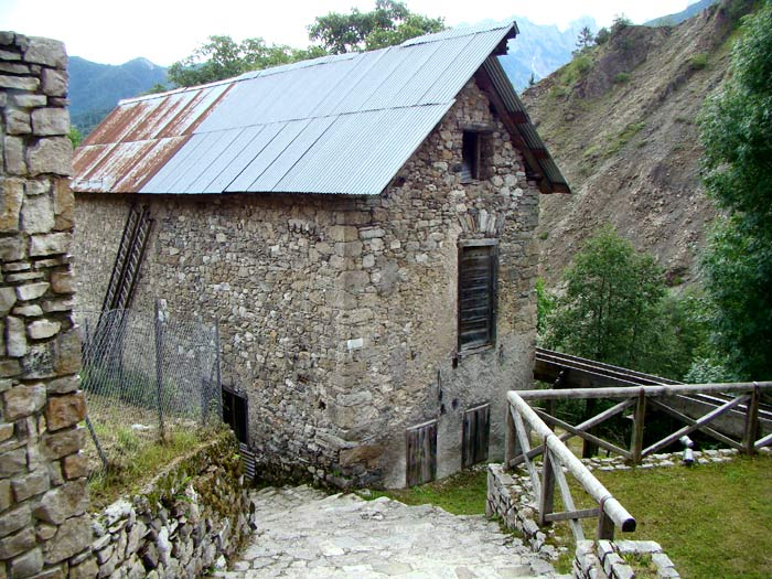 La facciata ovest del mulino Calligaro.
