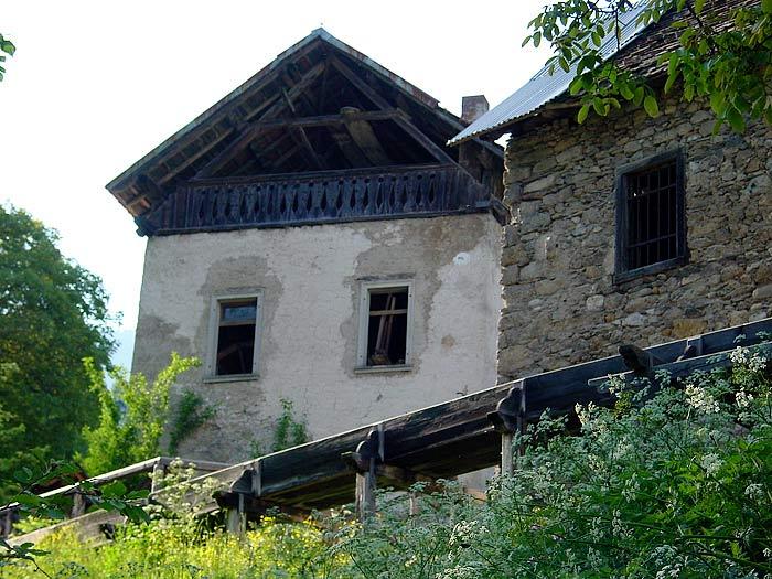Al primo piano del mulino del Favero era attivo, tra il 1925 ed il 1950, un piccolo laboratorio di tessitura.
