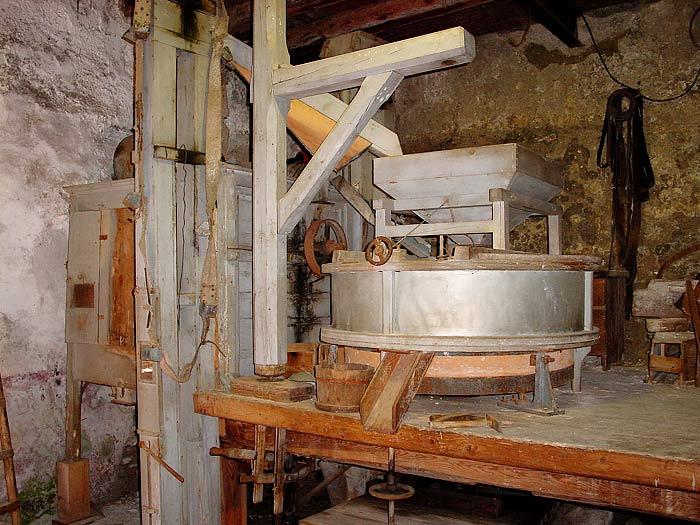 L'interno del mulino Del Favero: la macina da grano.