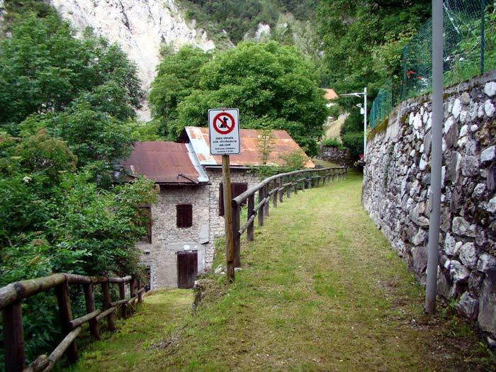 La Strada dei Mulini con i mulini dei Pinza (a sinistra, ribassato) e Zanella in Loda.