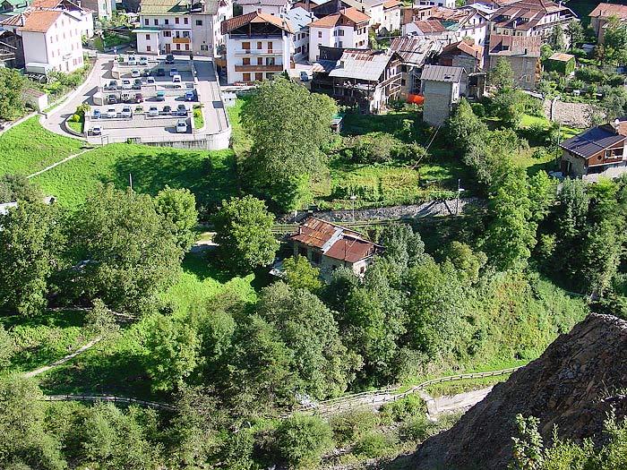 """Il mulino è conosciuto come """"dei Pinza"""" ma in realtà l'edificio è composto da due unità: quella superiore ospitava il mulino Zanella in Loda, quello inferiore il mulino """"dei Pinza""""."""