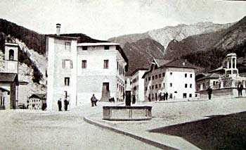 Piazza IV Novembre e Monte Mizzoi (Foto Burloni)