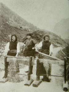 Maciullazione della canapa (Foto B. Calligaro)