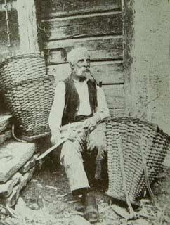 Costruttore di gerli (Foto B. Calligaro)