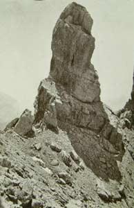 Il Pupo o Torre di Lozzo fra il Ciastelin e la Croda di S. Lorenzo o<br />  Ciareido (Foto Gerardini)