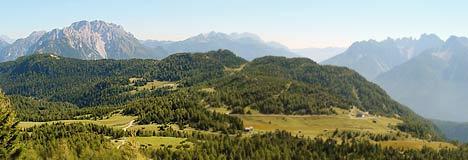 L'altopiano di Pian dei Buoi dai pressi del rifugio Ciareido