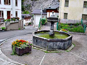 La fontana in p.zza P.F. Calvi